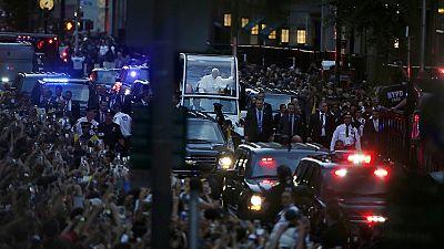 Papa Francisco recebe banho de multidão em Nova Iorque