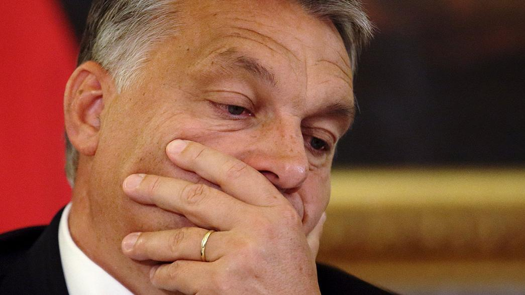 Macaristan etrafını tel örgüyle çeviriyor