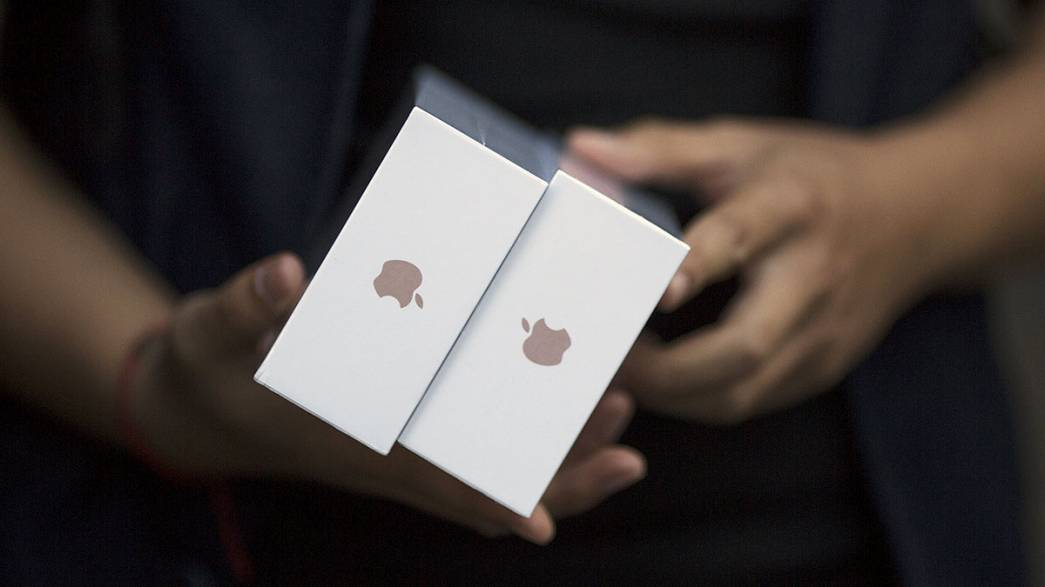 Apple predicts record sales as iPhone 6S is launched