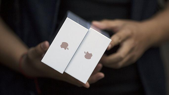 A boltokban az új iPhone 6s és 6s Plus