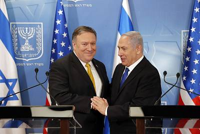 Israeli Prime Minister Benjamin Netanyahu greets U.S. Secretary of State Mike Pompeo in Tel Aviv on Sunday.