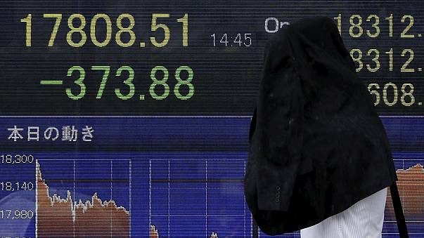Japón vuelve a una inflación negativa dos años después