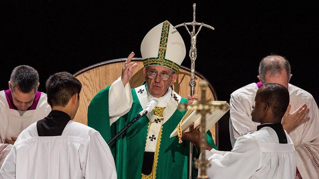 El papa pone fin a su viaje a Nueva York con una multitudinaria misa en el Madison Square Garden