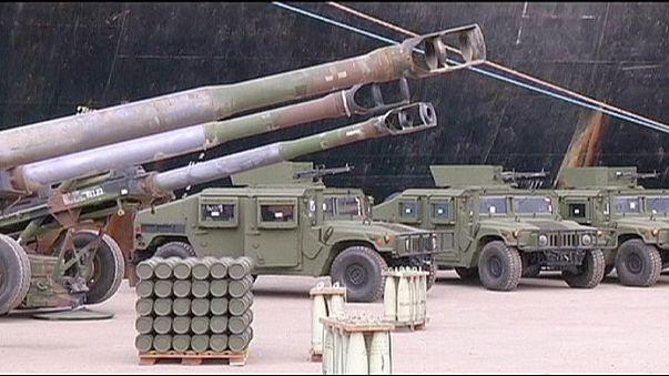 Rebeldes sírios treinados pelos EUA entregam material militar à al-Qaeda