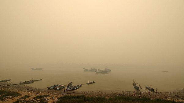 Neblina espessa em Sumatra dificulta quotidiano dos habitantes