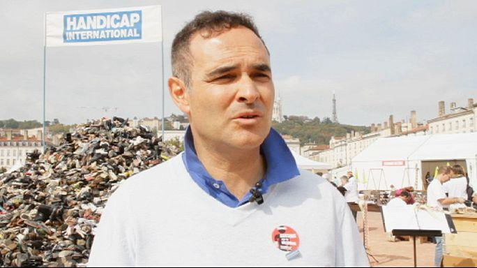 """Handicap International собрала для Кобани """"гору обуви"""""""