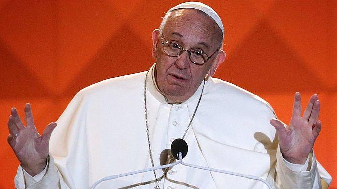 Ferenc pápa: néha repülnek a tányérok
