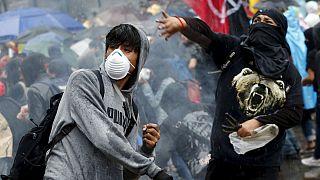 Meksika'da öfkeli göstericiler kaybolan 43 öğrenciyle ilgili hükumeti protesto etti
