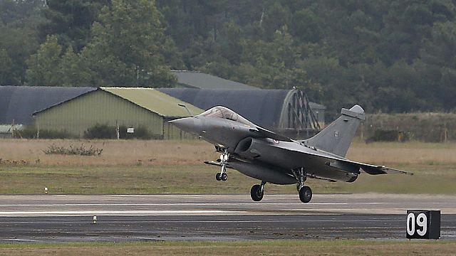 فرنسا تعلن تنفيذها أول ضرباتها في سوريا