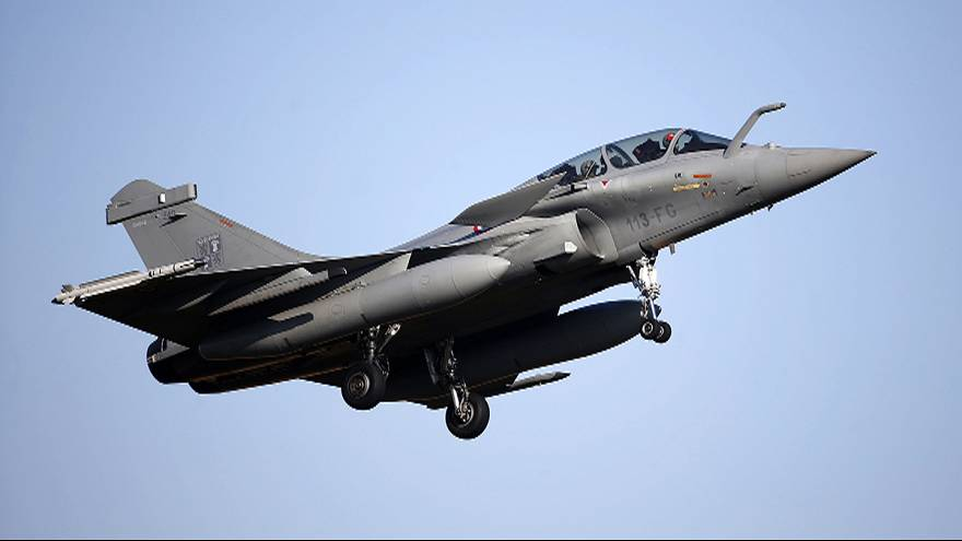Francia inicia una ofensiva aérea contra el grupo Estado Islámico en Siria