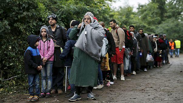 Esőben, sárban is – Nem csökken a menekültáradat