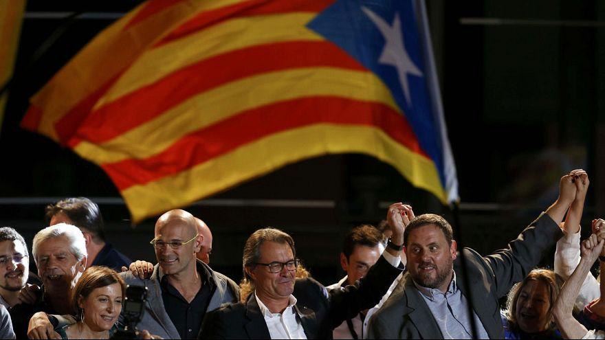 Partidários da independência catalã lideram sondagens à boca das urnas
