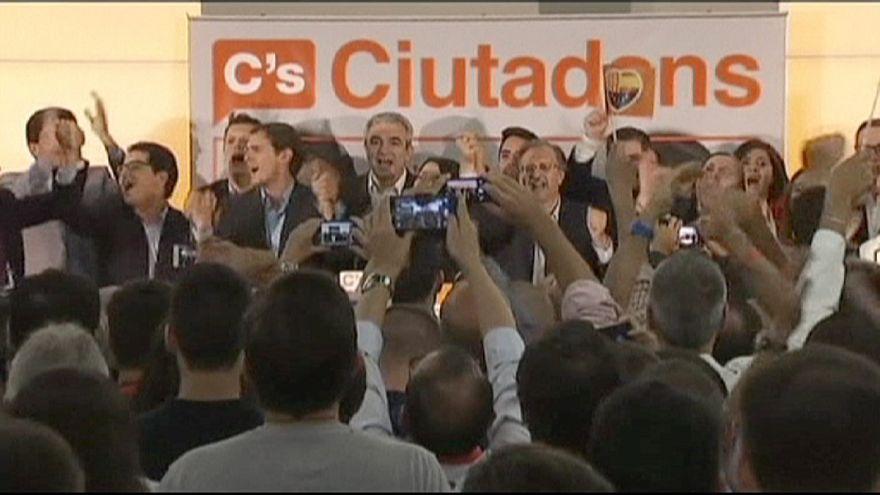 الرافضون للانفصال عن اسبانيا في كاتالونيا يتعهدون بالدفاع عن الوحدة