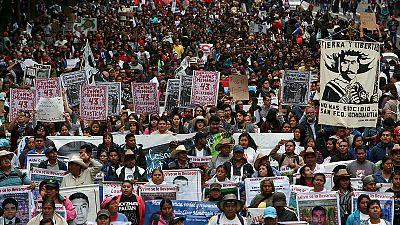 Messico in piazza per i 43 studenti desaparecidos