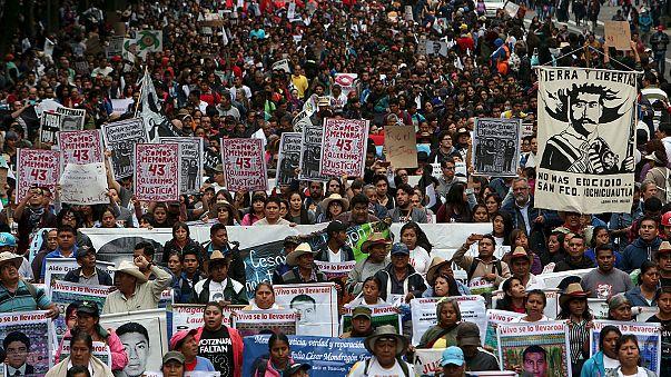 Meksika'da kaybolan 43 öğrenci anıldı