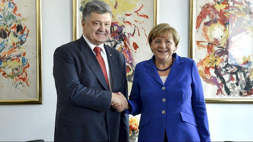 Merkel ile Poroşenko Ukrayna'yı görüştü