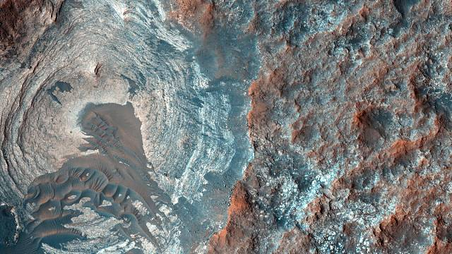 """NASA discovers evidence of """"liquid briny water"""" flowing on Mars"""