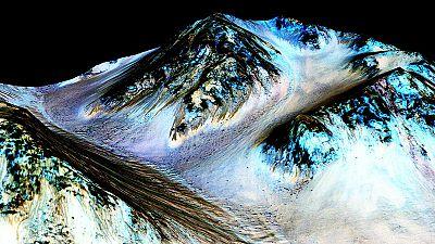 La NASA revela la existencia de agua líquida y salada en Marte
