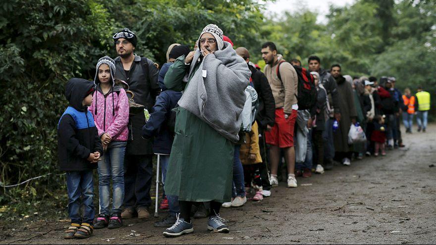 На австрийско-немецкой границе скопились 10 тысяч беженцев
