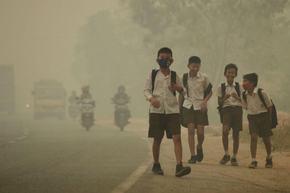L'Indonésie enveloppée d'un manteau de fumée