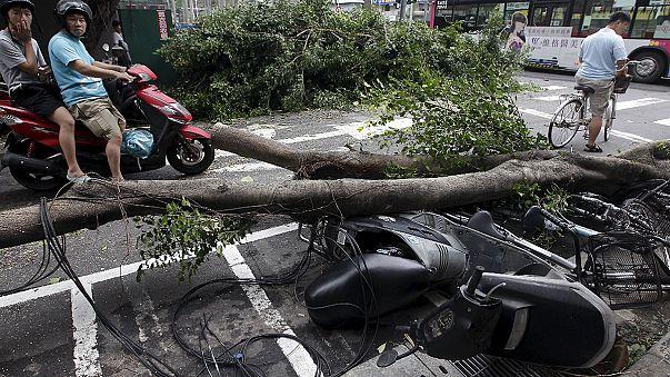 """Тайфун """"Дуцзюань"""" обрушился на восточные провинции Китая"""