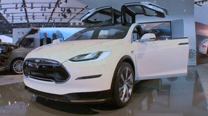 """Tesla lance son """"Model X"""""""