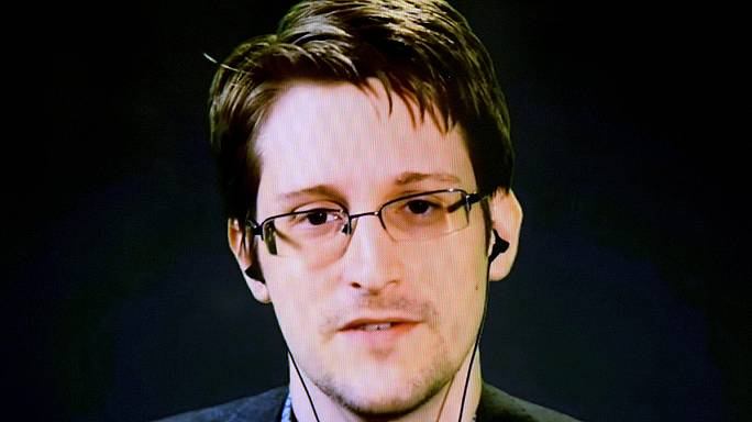 Snowden feltűnt a Twitteren
