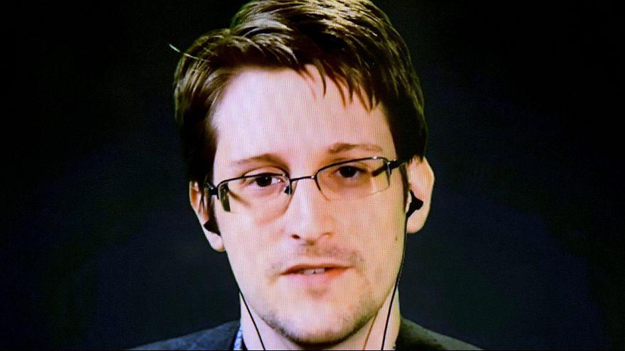"""Edward Snowden su Twitter: """"Mi sentite, ora?"""""""