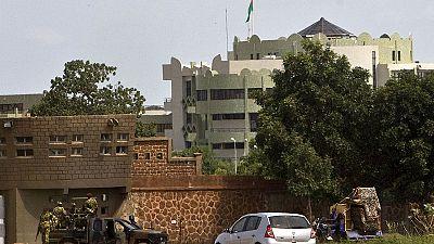 Burkina Faso : l'armée loyaliste reprend la caserne des ex-putschistes