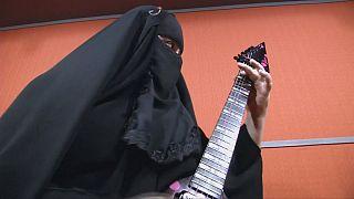 Metal : burqa et Flying V...