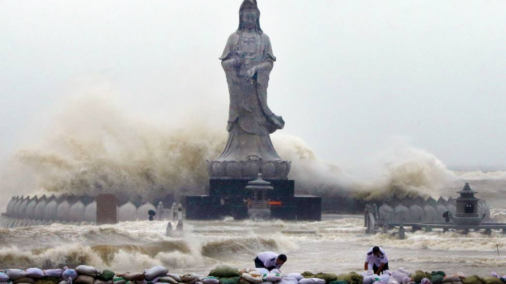 Costly clear up in China after Typhoon Dujuan hits Fujian