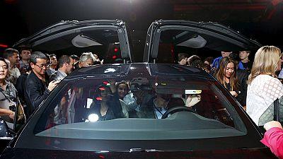 """Elon Musk dévoile le """"Model X"""" de Tesla"""
