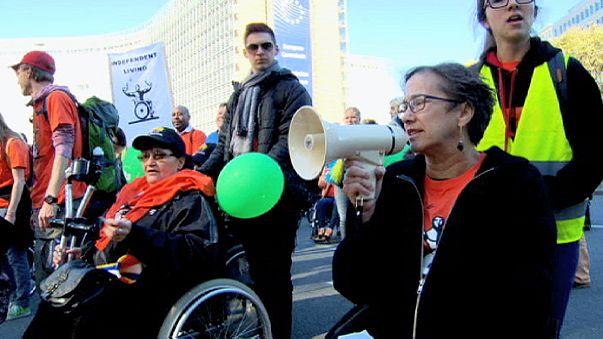 Behinderte demonstrieren in Brüssel für gleiche Rechte