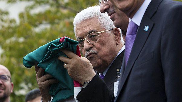 Ιστορική στιγμή για τους Παλαιστίνιους - Η παλαιστινιακή σημαία έξω από τον ΟΗΕ