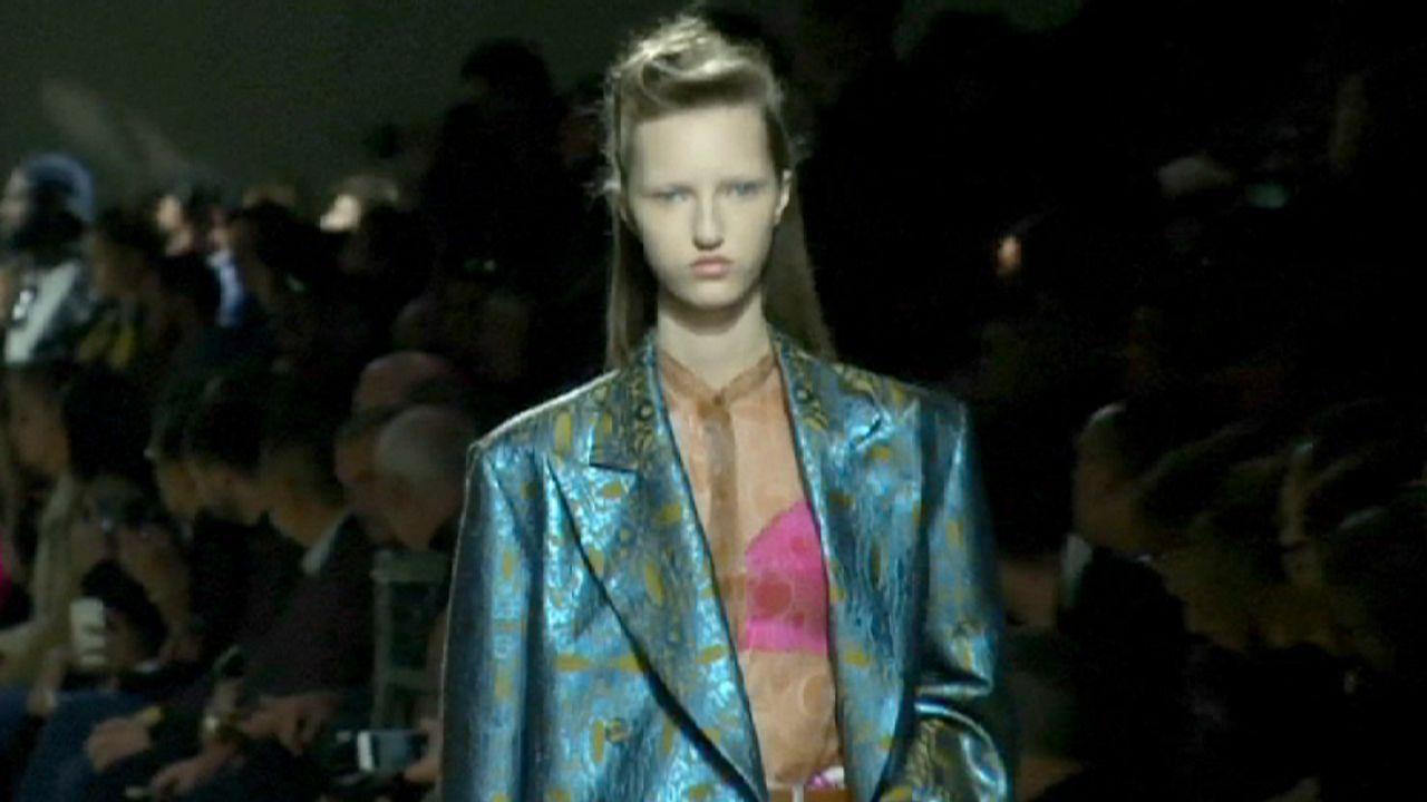 فان نوتن يقدم امرأة جريئة في أسبوع الموضة الباريسي