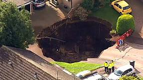 UK: a sinkhole appears overnight in a residential area
