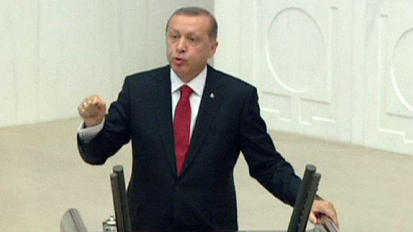 """Syrie : """"Graves préoccupations"""" de la Turquie après les premières frappes russes"""