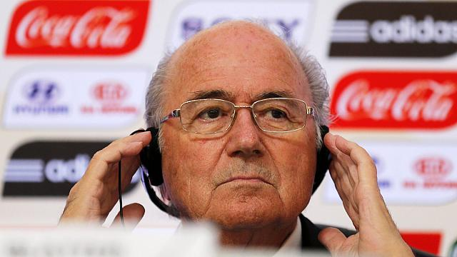 FIFA: Блаттер отказывается уходить в отставку