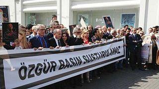 Gazeteciler baskı ve saldırılara karşı yürüyor