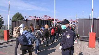 Hungría termina de levantar la valla en su frontera con Croacia
