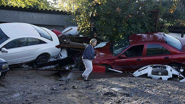 Almeno 13 morti in Costa Azzurra, sconvolta da piogge e alluvioni, strade sommerse a Cannes e a Nizza, treni bloccati