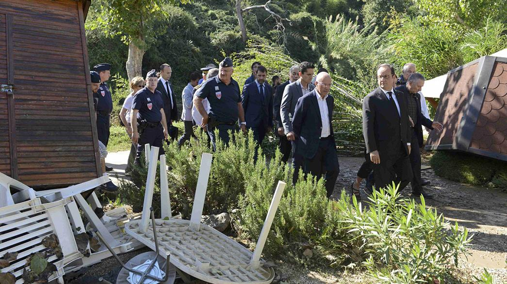 #inondations: French president visits flood-hit region