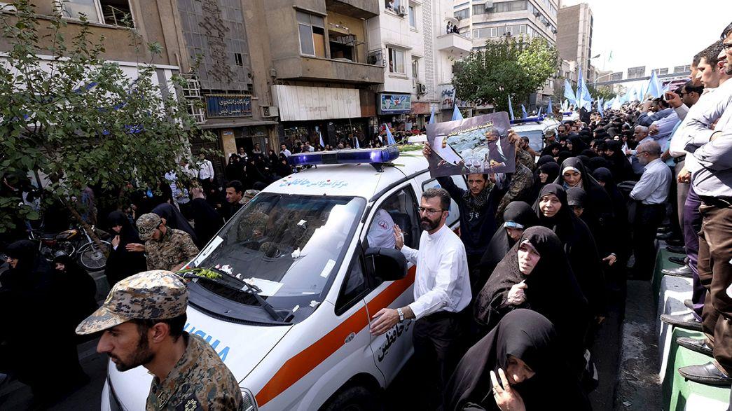Tahran'da İranlı hacılar için düzenlene cenaze törenlerinde Suudi Arabistan'a öfke