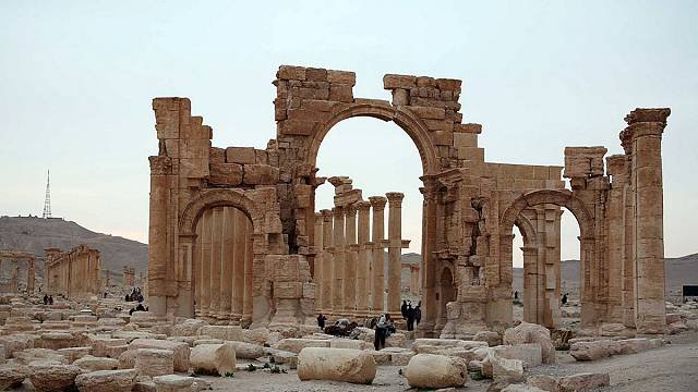 Боевики ИГ взорвали Триумфальную арку в Пальмире