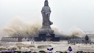 Mujigae azota con furia las costas del sur de China