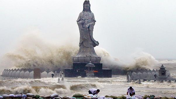 Typhoon Mujigae rips through Southern China