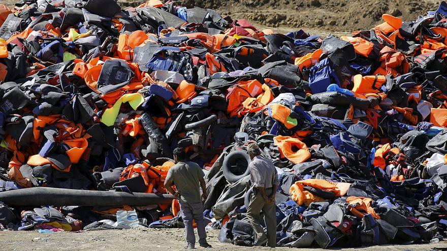 تقرير: مخاوف من أزمة نفايات في الجزر اليونانية بسبب اللاجئين