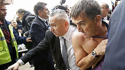 Air France : le DRH violemment pris à parti par des manifestants