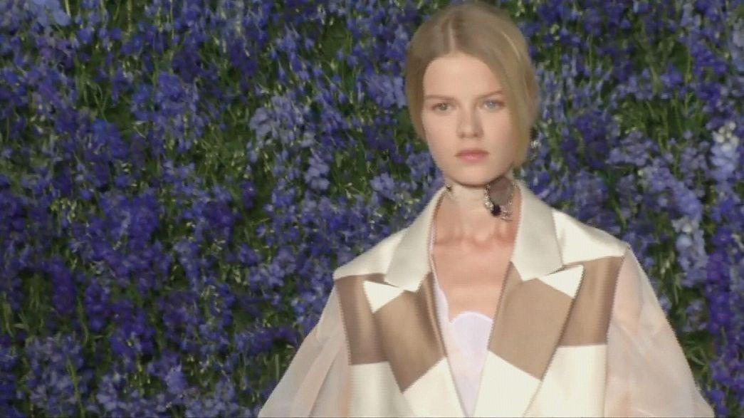 Dior cubre de azul la Semana de la Moda de París