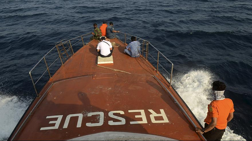 В Индонезии найдены обломки пропавшего в пятницу самолета: 10 погибших